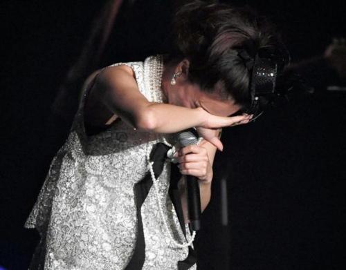 酒井法子、デビュー30周年記念コンサートで「よろピクピク~!」 ハイテンションのりピーwww4