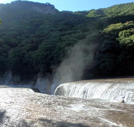 28_10_22 吹き割りの滝 1