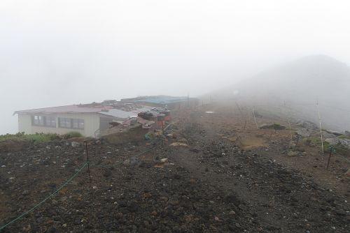 硫黄岳山荘に到着