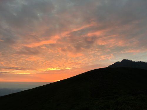 鳥海山の朝焼け