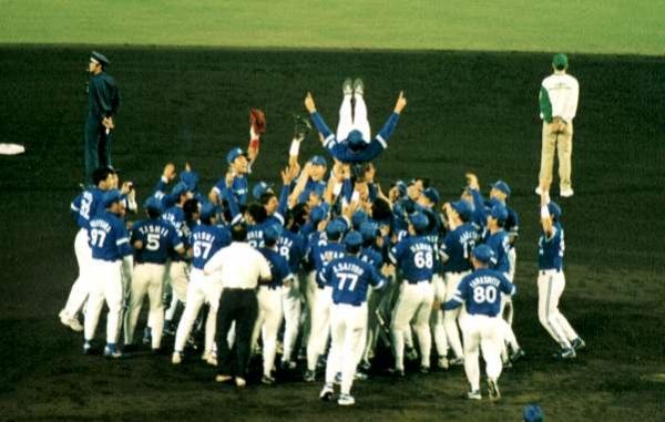 もしもベイスターズが優勝したら広島並みに盛り上がるのかな? そうだ、野球をみよう