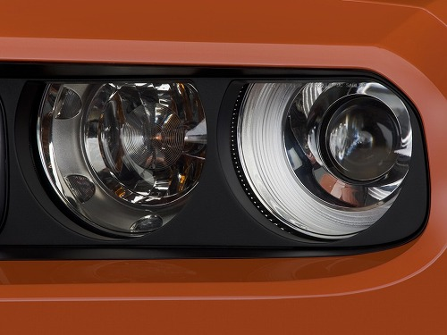 2010-dodge-challenger-2-door-coupe-srt8-headlight_100241835_l.jpg