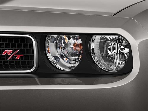 2013-dodge-challenger-2-door-coupe-r-t-plus-headlight_100406940_l.jpg