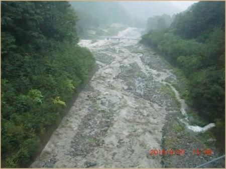 030 川増水