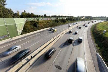 【ポケモンNO】高速道路会社6社「危ねーからポケモン出すな」   なおポケモンGOで摘発、全国で406件wwww