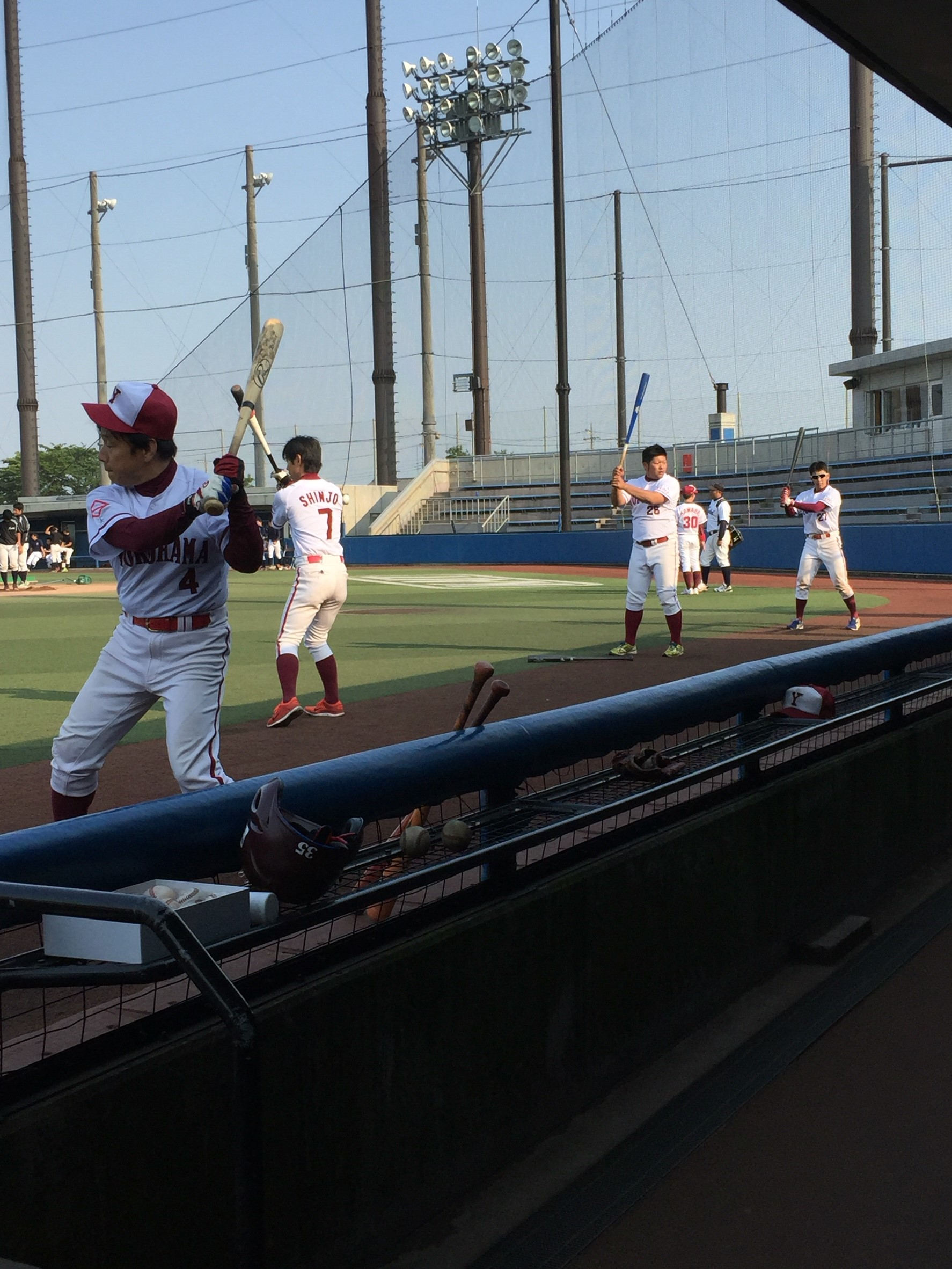 2016522 神奈川工科大学戦_試合後に精力的に振り込む野手陣