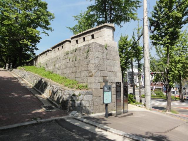 2016年5月14日 城北洞澗松美術館近く ソウル城郭