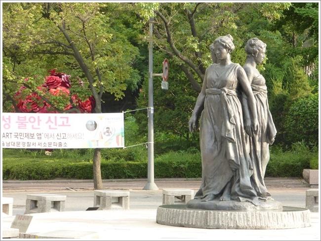 s-ソウル市立美術館バス停201608 (4)