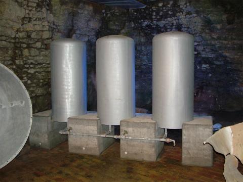 模造の重水タンク