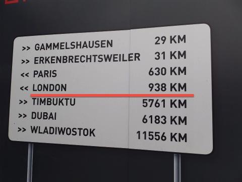 938km