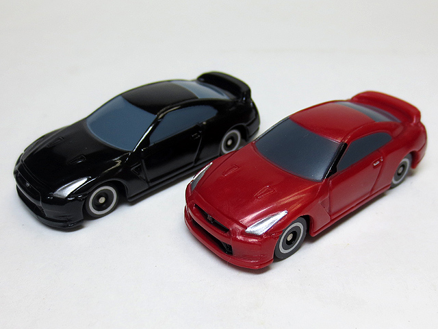 MINI_tomica_MT006_GTR_21.jpg