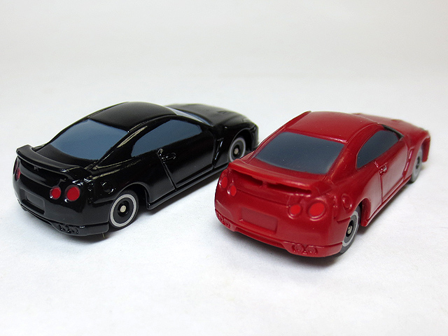 MINI_tomica_MT006_GTR_22.jpg