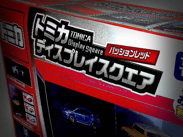 TOMICA_Display_Square_PassionRed_01.jpg