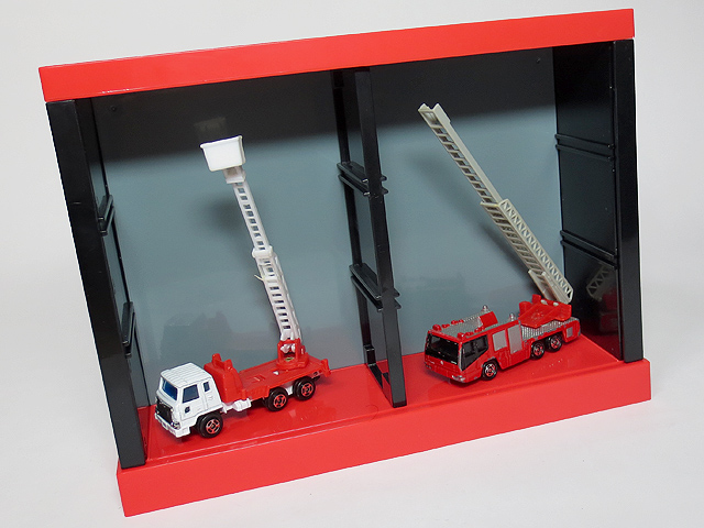 TOMICA_Display_Square_PassionRed_20.jpg