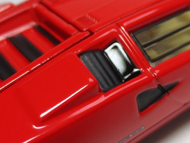 Tomica_Premium_TTM_LP500S_Red_16.jpg