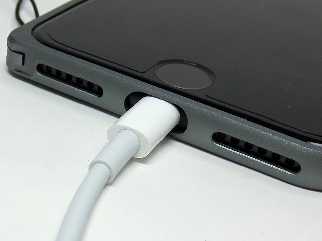 iPhone7_PGA_Aluminum_Bumper_Bk_19.jpg