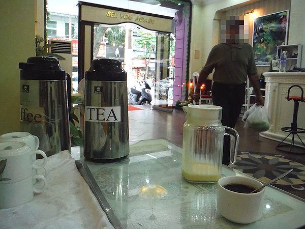 ホテルのロビーでベトナムコーヒー