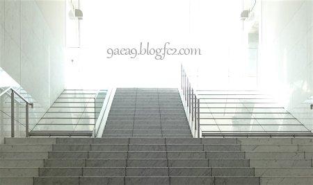 京都駅伊勢丹階段