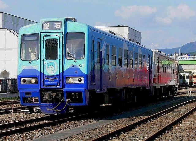 640px-Sanrikutetsudou_36-2100_Shiokaze.jpg