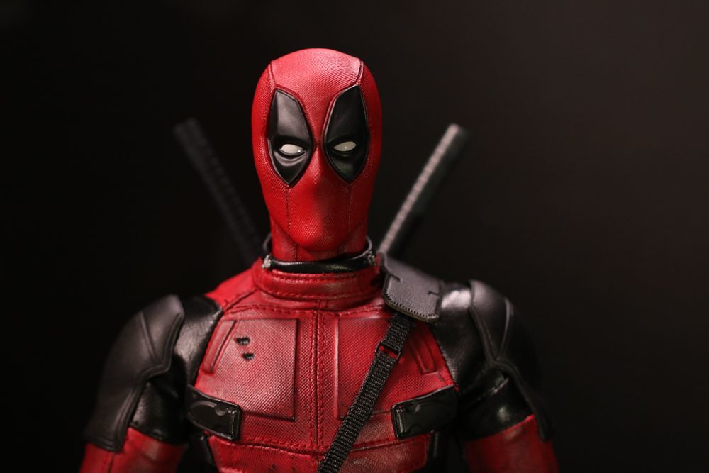 hottoysdeadpool16.jpg