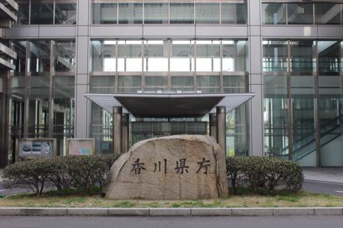 0021:香川県庁舎 本館と東館をつなぐ廊下兼入口(北側)