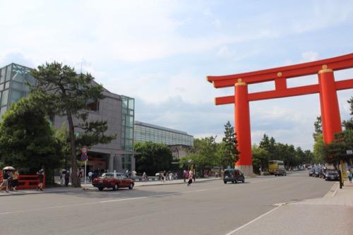 0054:京都国立近代美術館 大鳥居と美術館