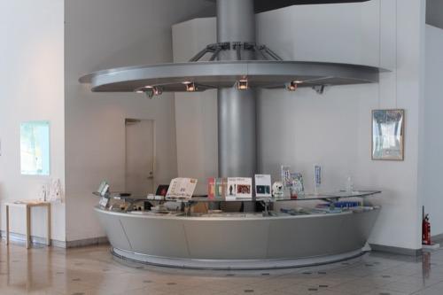 0080:和歌山県立近代美術館 受付デザイン