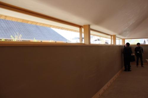 0083:直島ホール 外縁の採光ガラス