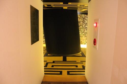 0087:奈義町現代美術館 展示室「太陽」入口