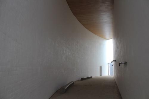 0087:奈義町現代美術館 展示室「月」