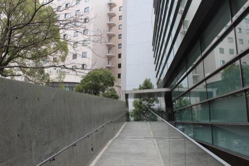 0092:坂の上の雲ミュージアム 玄関アプローチ①