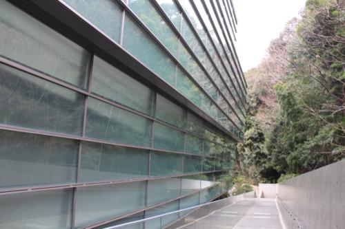 0092:坂の上の雲ミュージアム 玄関アプローチ②