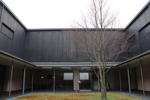 0096:伊丹十三記念館 中庭①