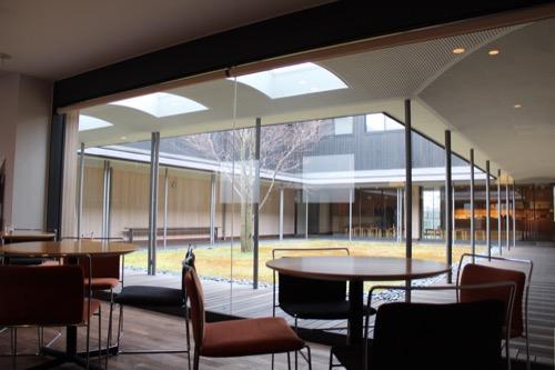 0096:伊丹十三記念館 カフェから中庭をみる