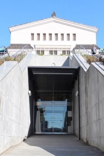 0104:大阪市立美術館 地下展示室の入口