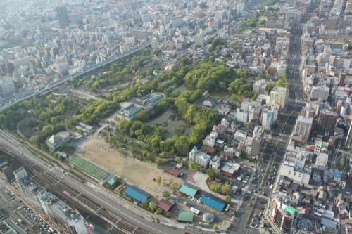 0104:大阪市立美術館 ハルカスから見た天王寺公園