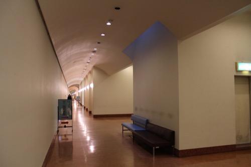 0104:大阪市立美術館 ギャラリーへとつながる廊下