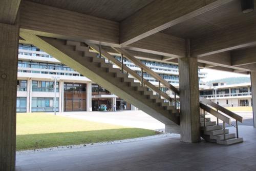 0110:奈良県庁舎 ピロティ部の階段