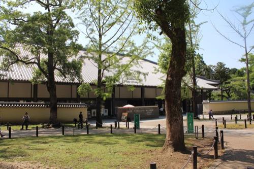 0114:東大寺総合文化センター 参道から文化センターをみる