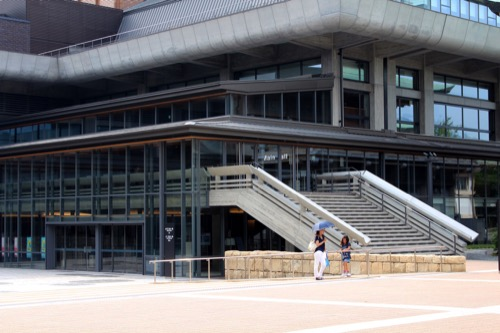 0116:ロームシアター京都 内部化した2階テラス