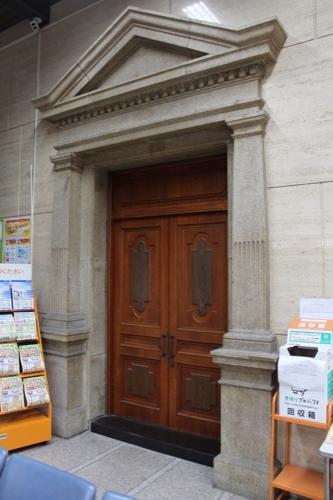 0121:中京郵便局 中央玄関