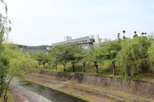 0126:国立京都国際会館 川から本館をみる