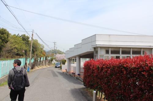 0127:直島幼児学園 学園手前の坂道