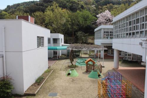 0127:直島幼児学園 学園の運動場