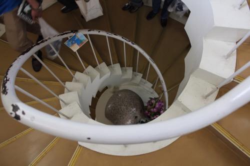 0128:直島小学校 中央の螺旋階段