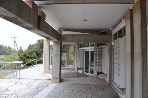0129:直島中学校 武道館のコロネード