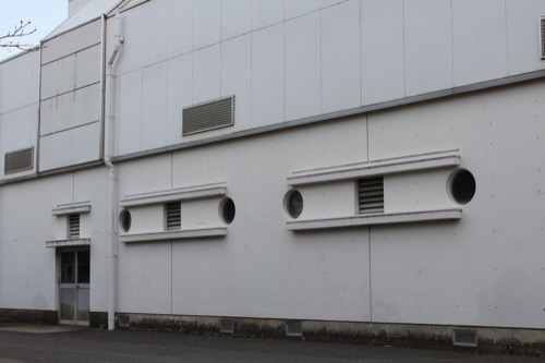 0129:直島中学校 裏手の開口部