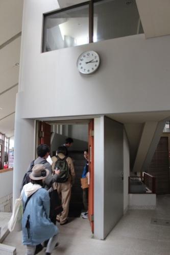 0130:直島町役場 上階への階段