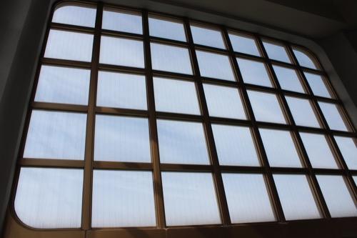 0130:直島町役場 階段の格子デザイン
