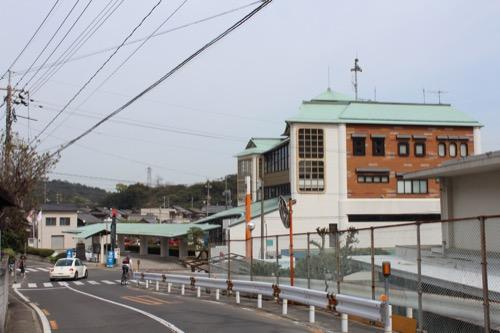 0130:直島町役場 県道256号からの眺め